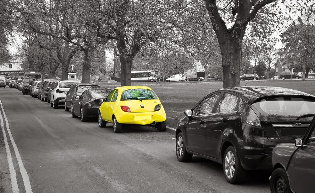 Pesquisa revela as 7 cores que mais desvalorizam um carro no Brasil